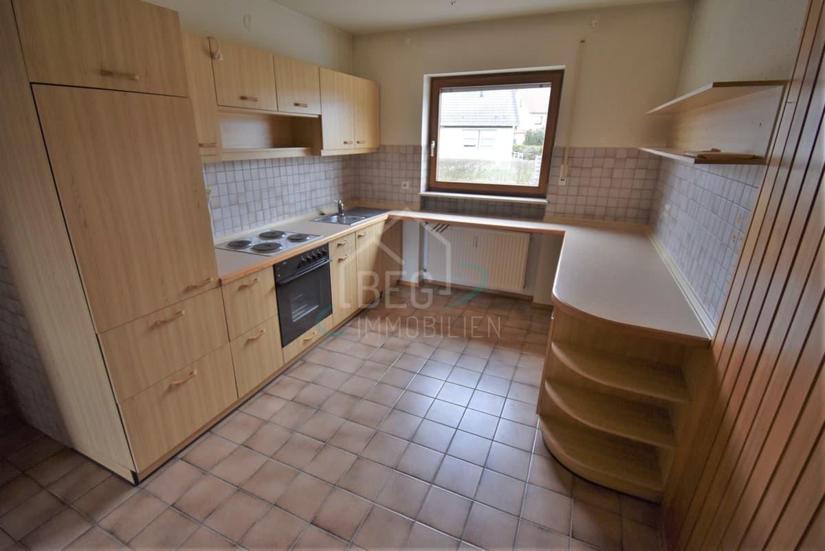 Wohnzimmer links Küche